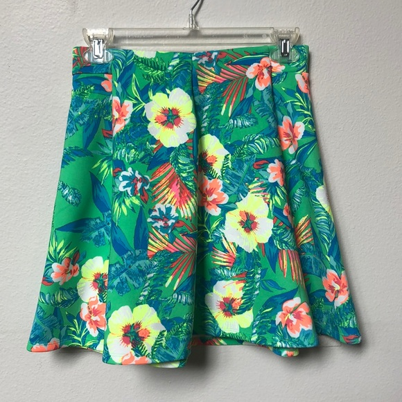 Decree Dresses & Skirts - Floral Hawaiian hibiscus print skater skirt